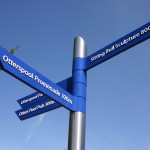 contemporary_finger_post_sign_by_leander_architectural