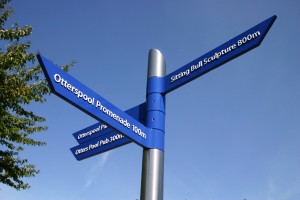 contemporary_fingerposts_for_nuneaton_by_leander_architectural
