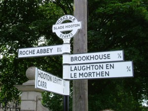 traditional_fingerpost_sign_by_leander_architectural